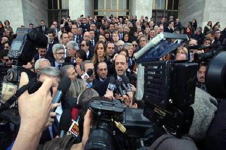 Pdl in tribunale per protestare alfano minaccia un for Parlamentari pdl