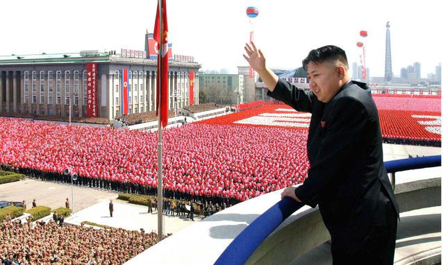 Corea Nord: Kim approva produzione massa missile KN-15