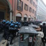 ++ Proteste a Bankitalia sfociano in scontri a Bologna ++