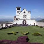 Pasqua: basiliche Assisi affollate da pellegrini e turisti