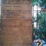 Quirinale: rose accanto alla lapide di Piersanti Mattarella