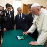 """Papa: lancia tweet per """"Rete mondiale scuole per l'incontro"""""""