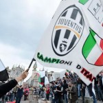 """Juventus' supporters celebrate after winning the Italian Serie A soccer championship, called """"Scudetto"""" (at the end of the Italian Serie A soccer match UC Sampdoria vs Juventus FC played at Luigi Ferraris stadium in Genoa) in Turin, Italy, 02 May 2015. ANSA/ALESSANDRO DI MARCO"""