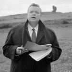 """Il regista Orson Welles,  sul set del film """"La Ricotta"""", Roma, 18 ottobre 1962. Il film """"La ricotta"""" del regista Pier Paolo Pasolini, e' uno dei quattro episodi che insieme compongono il film dal titolo """" Ro.Go.Pa.G. """" cioe' le iniziali dei quattro registi coinvolti nella pellicola :  Rossellini, Godard, Pasolini, Gregoretti. Welles ? in veste di attore. ANSA"""