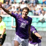 Marcos Alonso of Fiorentina celebrates after scoring the 3-2 goal against Palermo during Italian Serie A soccer match Palermo-Fiorentina at Renzo Barbera stadium in Palermo, 24 May 2015. ANSA/LANNINO