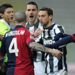 Cagliari's midfielder Radja Nainggolan (C) argues with Juventus' Leonardo Bonucci and Claudio Marchisio during the Italian Serie A soccer match Cagliari Calcio vs Juventus FC at Ennio Tardini stadium in Parma, Italy, 21 December 2012. ANSA/PIER PAOLO FERRERI
