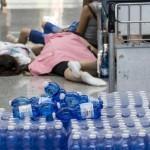Disagi per il blackout all'aeroporto di Roma Fiumicino, 30 luglio 2015. People at Fiumicino Airport (Rome) during the blackout this morning, 30 July 2015.  ANSA/ MASSIMO PERCOSSI