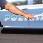 """La polizia esegue rilievi all' esterno della rivendita di motocicli di Rosario Velotti, a Napoli. Rosario Velotti, 33 anni, titolare di una rivendita di motocicli, in via Roma verso Scampia 144, è stato ferito nei pressi del proprio negozio. La dinamica di quello che sembra un agguato non è ancora chiarita. Velotti, già denunciato in passato è stato trasportato al """"Cardarelli"""" con un' auto prima dell' arrivo dell' ambulanza del 118. ANSA / CESARE ABBATE"""