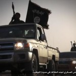 I pick up dell'Isis che sfilano a Nawfaliyah, Libia, a ovest di Sirte, 15 febbraio 2015. ANSA/ NETWORK ISIS