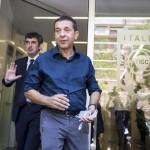 Il proprietario del Catania Calcio Antonino Pulvirenti lascia per una pausa la sede della procura della Figc a Roma, 27 luglio 2015. Pulvirenti sarà interrogato in merito al suo coinvolgimento nelle presunte combine di una serie di partite che consentirono al club etneo di raggiungere la salvezza in Serie B. L'audizione è stata chiesta dallo stesso patron che, nei giorni scorsi, ha ricevuto l'avviso di chiusura delle indagini. L'obiettivo di Pulvirenti sarebbe quello di alleggerire la posizione della società che dovrebbe essere deferita per doppia responsabilità diretta nel processo al Calcioscommesse di agosto, con il rischio di una doppia retrocessione in Serie D. ANSA/MASSIMO PERCCOSSI
