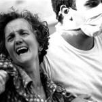 Una donna piange mentre viene soccorsa dopo la strage di Bologna del 2 agosto 1980. ANSA