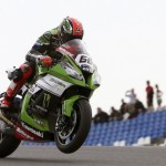 epa04787906 English rider Tom Sykes of Kawasaki in action during the Superbike World Championship race in Portimao, southern Portugal, 07 June 2015.  EPA/LUIS FORRA