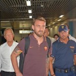 Daniele De Rossi leaving from Rome to Lisbon. AS Roma will meet Sporting Lisbon for a friendly match. Rome, August 1st 2015. ANSA/TELENEWS