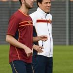 Il calciatore della Roma Miralem Pjanic con l'allenatore Rudi Garcia durante l'allenamento a Trigoria, Roma 9 Aprile 2014 ANSA/LUCIANO ROSSI/AS ROMA