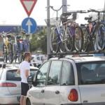 Automobilisti in sosta in un'area di servizio sulla' A14 nei pressi di Bologna, 1 Agosto 2015.ANSA/GIORGIO BENVENUTI