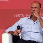 Il ministro dell'Interno, Angelino Alfano, partecipa alla festa dell'Unità a Milano, 02 settembre 2015. ANSA/MATTEO BAZZI