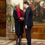Il direttore del Fondo Monetario Internazionale, Christine Lagarde, a Palazzo Chigi per l'incontro con il Presidente del Consiglio, Matteo Renzi, Roma, 10 dicembre 2014.  ANSA/ US PALAZZO CHIGI/ TIBERIO BARCHIELLI - FILIPPO ATTILI +++ NO SALES - EDITORIAL USE ONLY +++