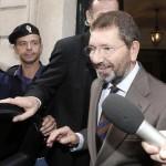 Ignazio Marino lascia la sua abitazione per andare in Campidoglio, Roma 9 Ottobre 2015, ANSA/GIUSEPPE LAMI