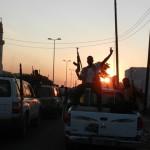 I ribelli esultano dopo la presa di Bab al-Aziziya, il compound di Muammar Gheddafi, Tripoli, Libia, 23 agosto 2011. ANSA/ CLAUDIO ACCOGLI