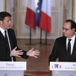 epa05042460 French President Francois Hollande(right)  and Italian Prime Minister Matteo Renzi   during a joint press conference at the Elysee Palace in Paris, France, 26 November 2015.  EPA/JOSE RODRIGUEZ