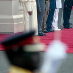Pope Francis attends a welcome ceremony at the State House in Nairobi with Kenya's president Uhuru Kenyatta (2 L)  at the State House in Nairobi, Kenya, 25 November 2015. Pope Francis is on a six days visit that will take him to Kenya, Uganda and the Repulic of Central Africa from 25 to 30 November.ANSA/DANIEL DAL ZENNARO