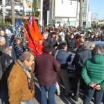 Sindacati in piazza in Calabria per chiedere maggiori impegni nella Legge di Stabilità, 30 novembre 2015. Cgil, Cisl e Uil hanno organizzato una mobilitazione regionale con presidi a Villa San Giovanni, Crotone e nei pressi dello svincolo di Cosenza Nord dell'autostrada A3. ANSA/ ELVIRA MADRIGANO
