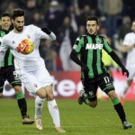 Sassuolo's Nicola Sansone (R) and Fiorentina's Davide Astori  (L) in action during the Italian Serie A soccer match US Sassuolo vs ACF Fiorentina at Mapei Stadium in Reggio Emilia,Italy, 30 November 2015.ANSA/ELISABETTA BARACCHI