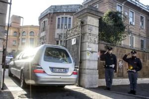 La salma di Guido Regeni, il ricercatore universitario trovato morto tre giorni fa al Cairo, arriva all'istituto di medicina legale La Sapinza. Roma 06 febbraio 2016. ANSA/ANGELO CARCONI