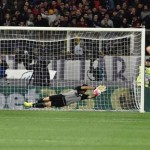 Juventus' goalkeeper Gian Luigi Buffon saves the penalty kicked by Fiorentina's forward Nikola Kalinic, left, during the Italian Serie A soccer match Acf Fiorentina vs Juventus Fc at Artemio Franchi stadium in Florence, Italy, 24 April 2016. ANSA/MAURIZIO DEGL'INNOCENTI