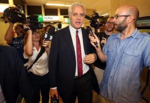 L'ex presidente della regione Lombardia Roberto Formigoni lascia il tribunale di Milano dopo aver partecipato ad un'udienza del processo Maugeri, 8 luglio 2015. ANSA / MATTEO BAZZI