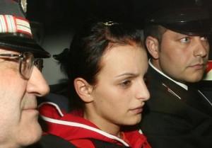 Una foto di archivio mostra la romena Doina Matei la romena di 23 anni che nella metropolitana di Roma, il 26 aprile 2007, uccise con un colpo di ombrello la giovane Vanessa Russo, viene portata in questura dai carabinieri.  ANSA/ CLAUDIO PERI/ DBA