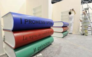 Un momento dell'allestimento per la XXIV edizione del Salone Internazionale del Libro di Torino questo pomeriggio 11 Maggio 2011 al Lingotto Fiere e Oval Lingotto di Torino/ANSA/DI MARCO