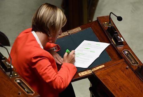 Alla Camera il ddl per dimezzare gli stipendi dei parlamentari