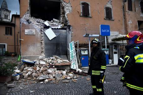 Terremoto,  torna incubo. Notte in bianco per gli sfollati