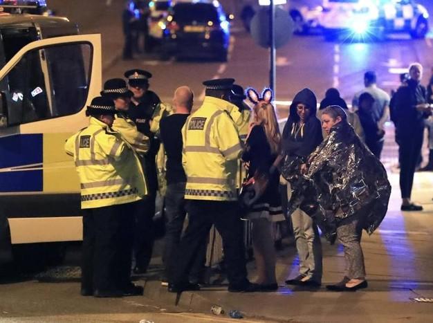 Manchester, kamikaze al concerto dei teenager: 22 morti