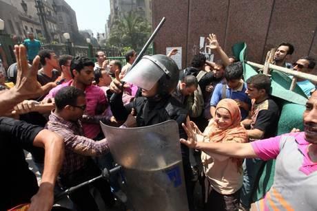 Scontri in Egitto (foto fonte ansa/EPA/KHALED ELFIQI)