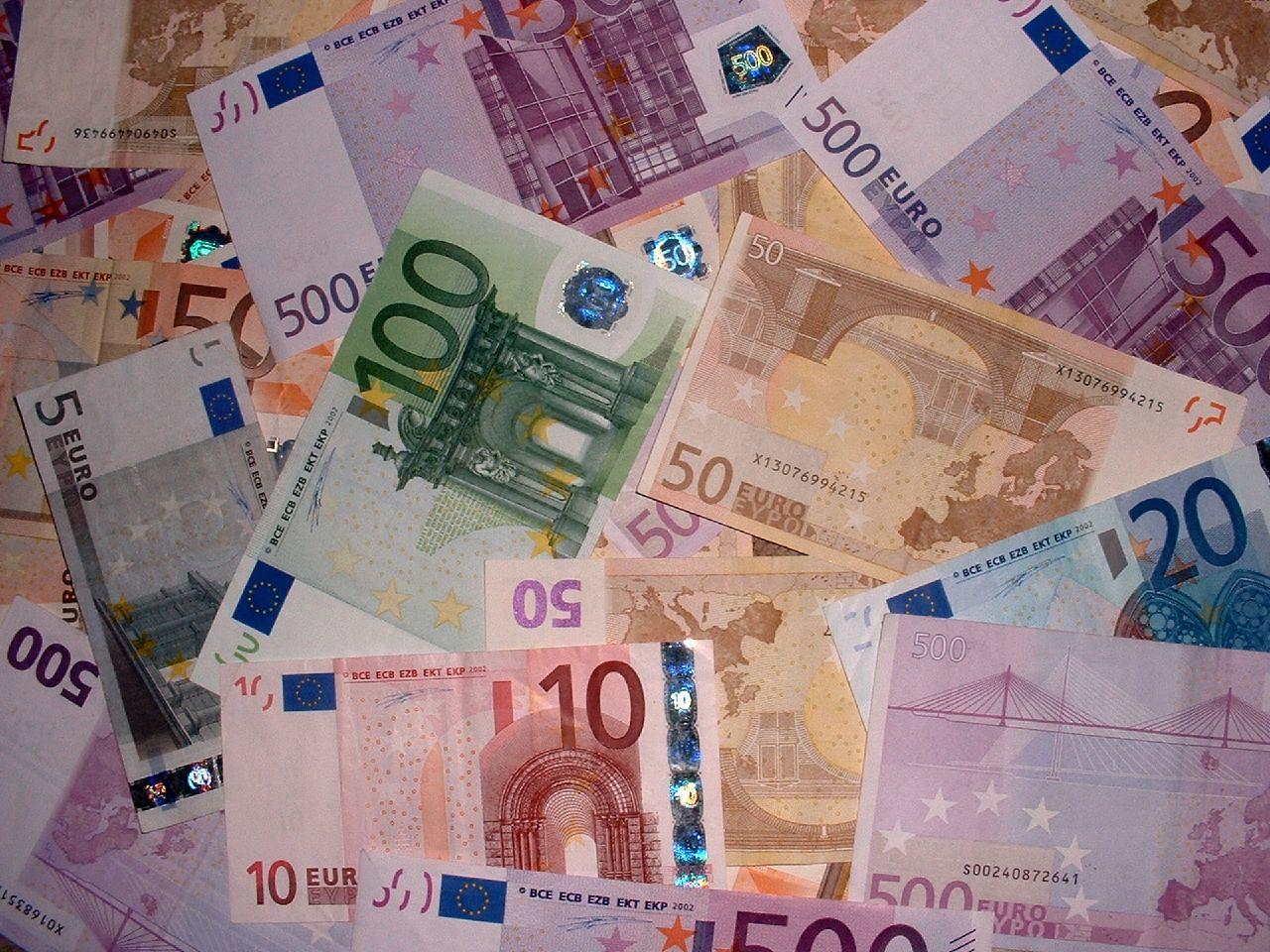 Dalla Calabria in auto con 700mila euro, arrestato per riciclaggio
