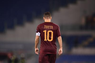 Calcio  Nike celebra carriera Totti con scarpini speciali ... 636dcf0159c2