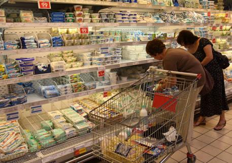 Coronavirus: rissa a supermercato per rifiuto mascherina