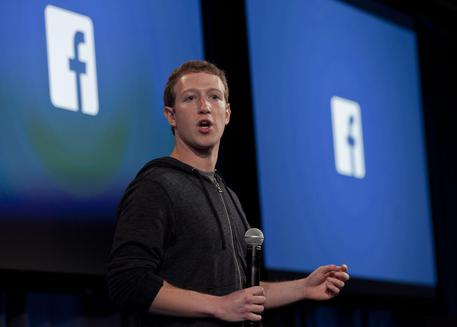 Facebook, Zuckerberg: troppi errori, è colpa mia. Garante, in gioco democrazia.