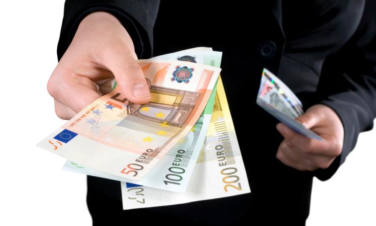 Gli stipendi in Italia aumenteranno del 2,1% nel 2021