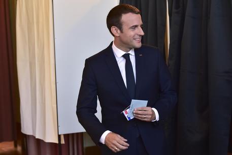 Macron, Trump uscirà da intesa Iran