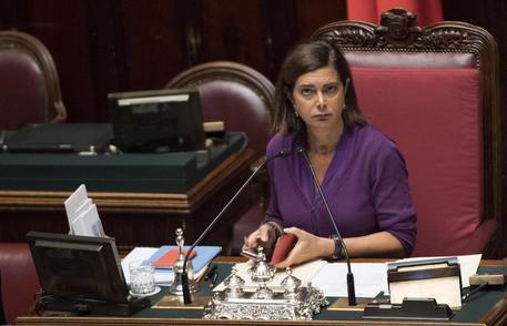 La Boldrini offende la Polizia penitenziaria: 'Guardie'. La polizia il 22 scende in piazza