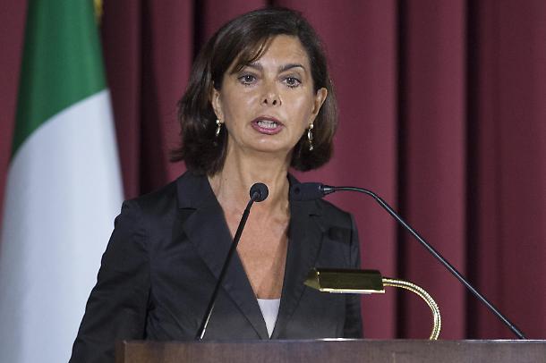 Alla Camera passa un emendamento di Laura Boldrini  che blocca i rimpatri dei clandestini