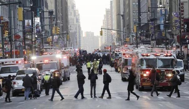 New York, panico a Manhattan per un tentato attacco terroristico. Trump: 'Pena di morte per i terroristi'