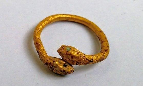 Ritrovato  negli scavi di Pompei  l'anello d'oro di una fuggiasca