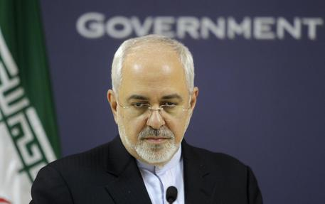 Iran: ministro degli esteri ricoverato