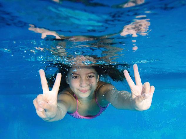 Il coronavirus 'muore' in piscina: svolta per le riaperture