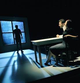 Considerazioni di Roberto Staglianò  su 'Orphans', testo di Dennis Kelly, con regia di Tommaso  Pitta in scena al Piccolo Eliseo di Roma fino al 29 marzo