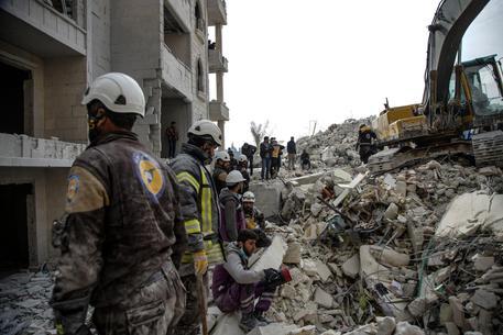 Siria: raid aereo contro bambini a Idlib